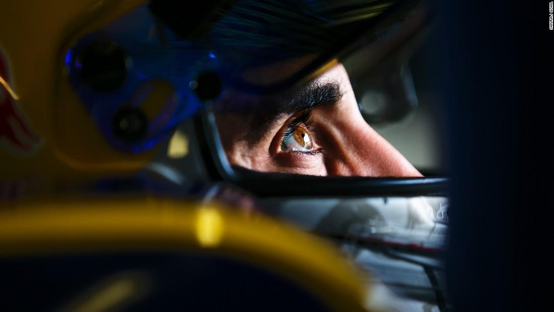 شاهد كيف تلتقط هذه الصور الثابتة لسيارات السباقات