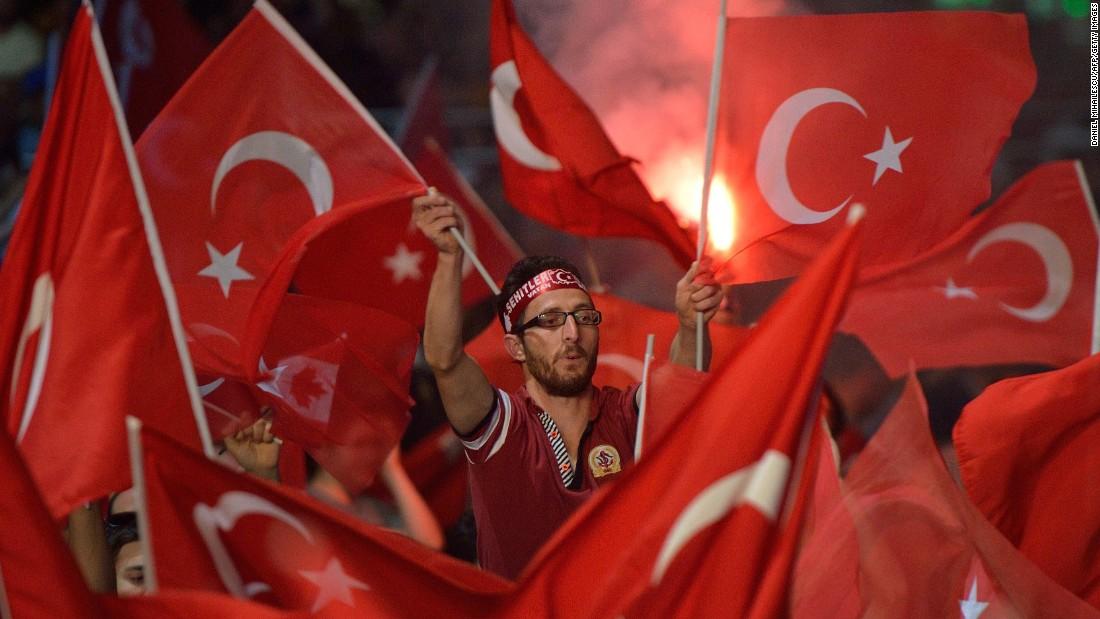 كيف أصبحت شعبية أردوغان بعد أسبوع على محاولة الانقلاب العسكري؟