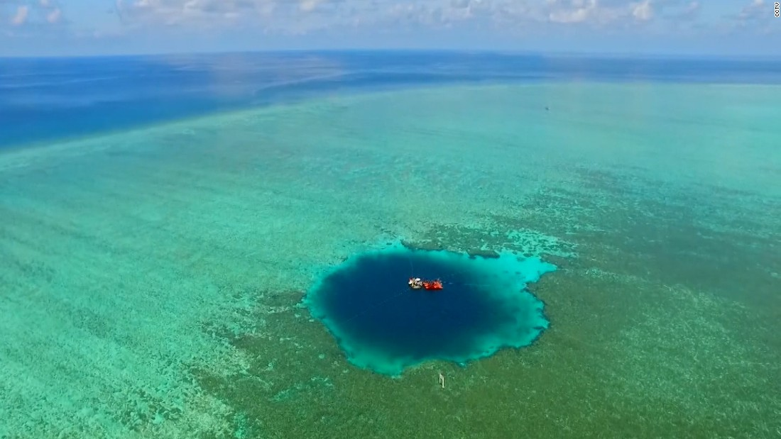 داخل أضخم ثقب أزرق في العالم