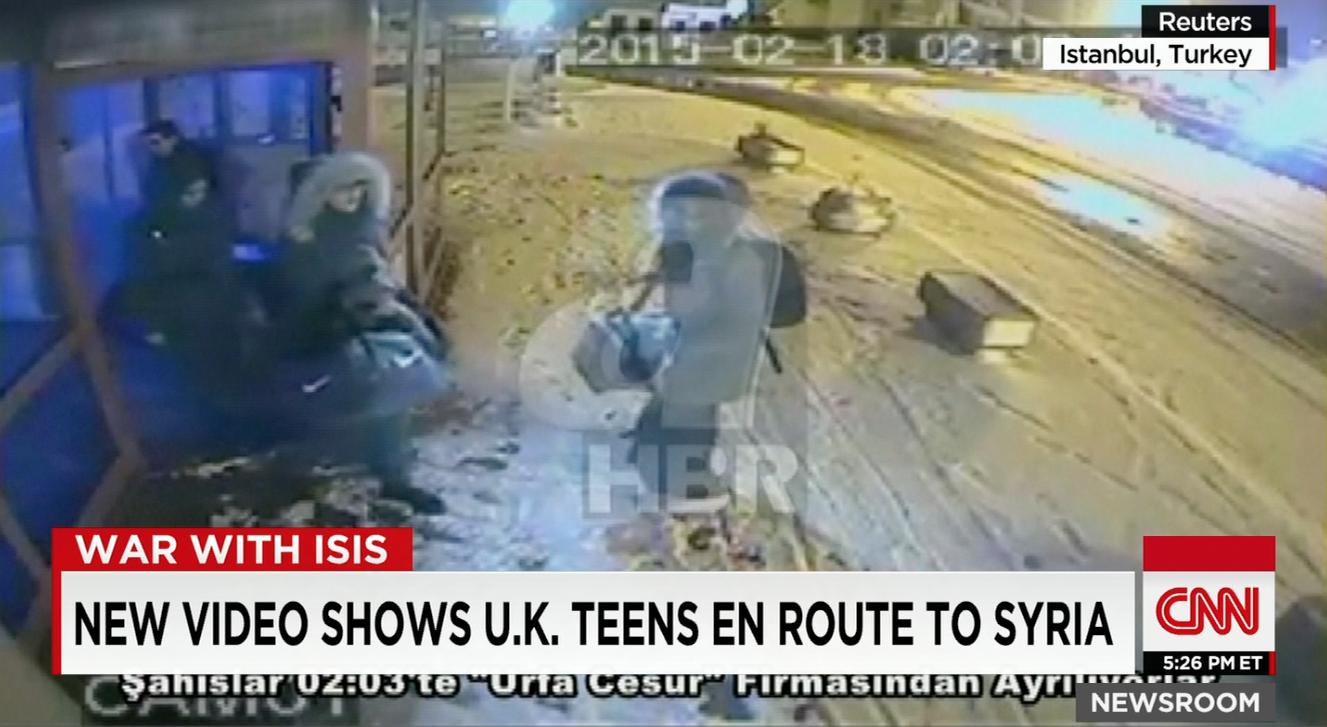 شاهد فيديو يظهر الطالبات البريطانيات في طريقهم إلى سوريا