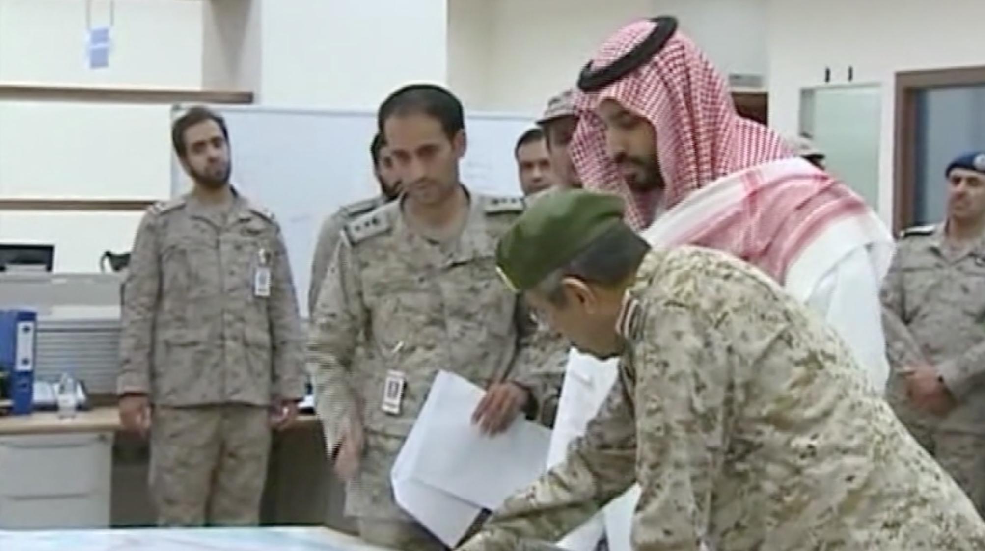 """محمد بن سلمان يشرف على تدمير أهداف الحوثيين في عملية """"عاصفة الحزم"""""""