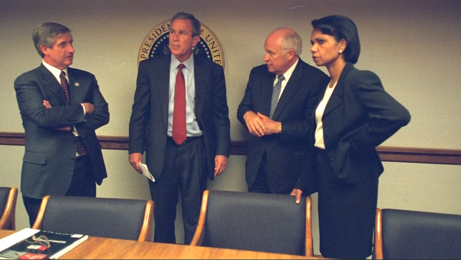 شاهد للمرة الأولى.. لحظات الصدمة والرعب على وجه بوش وإدارته في ١١ سبتمبر