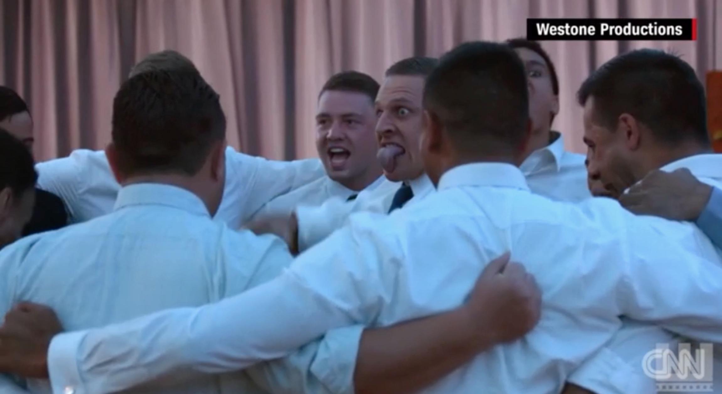 """شاهد.. رقصة """"الهاكا"""" الحربية بحفل زفاف في نيوزلندا"""