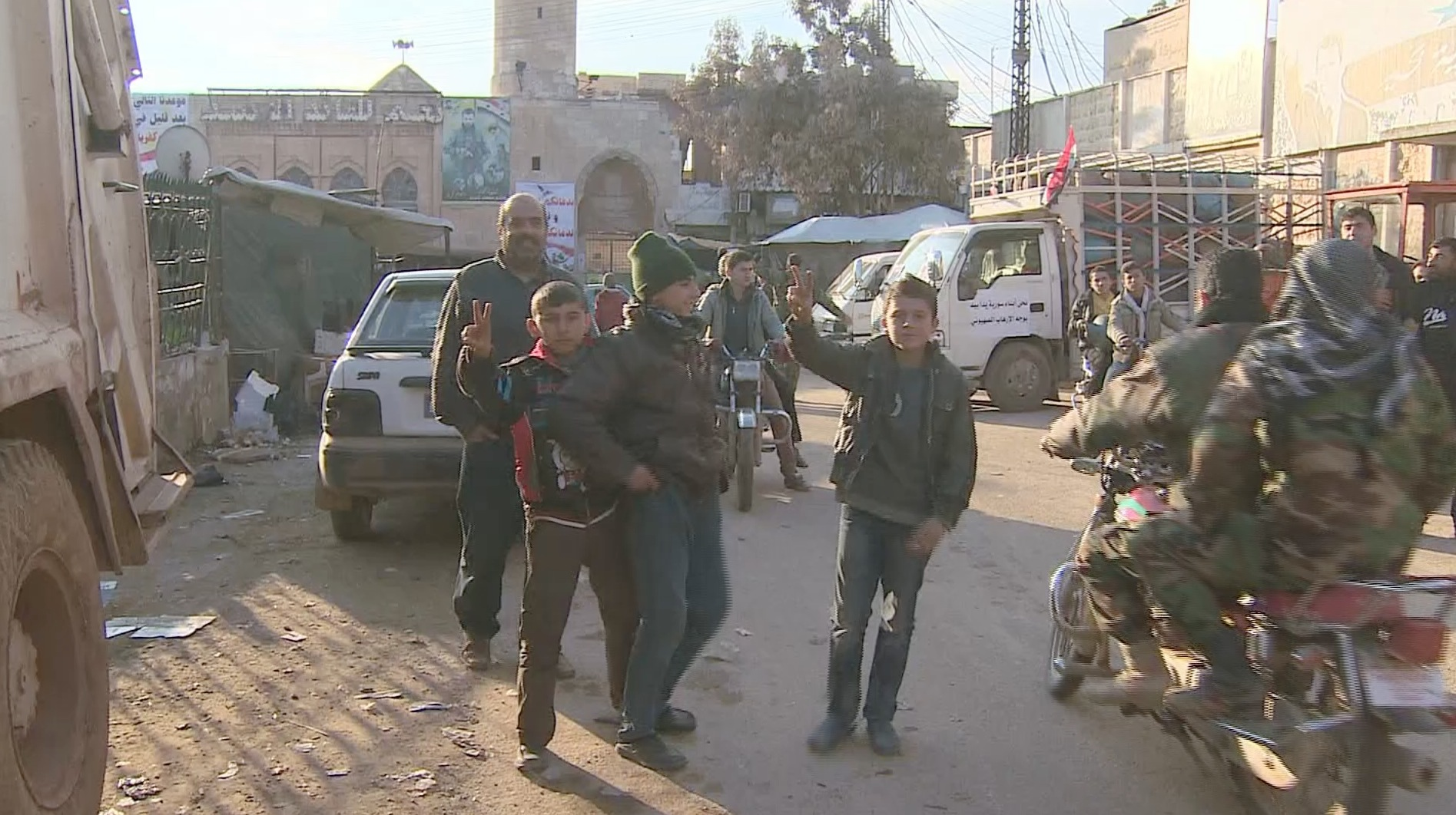 كاميرا CNN داخل مدينة نبل الموالية للأسد بعد فك الحصار عنها