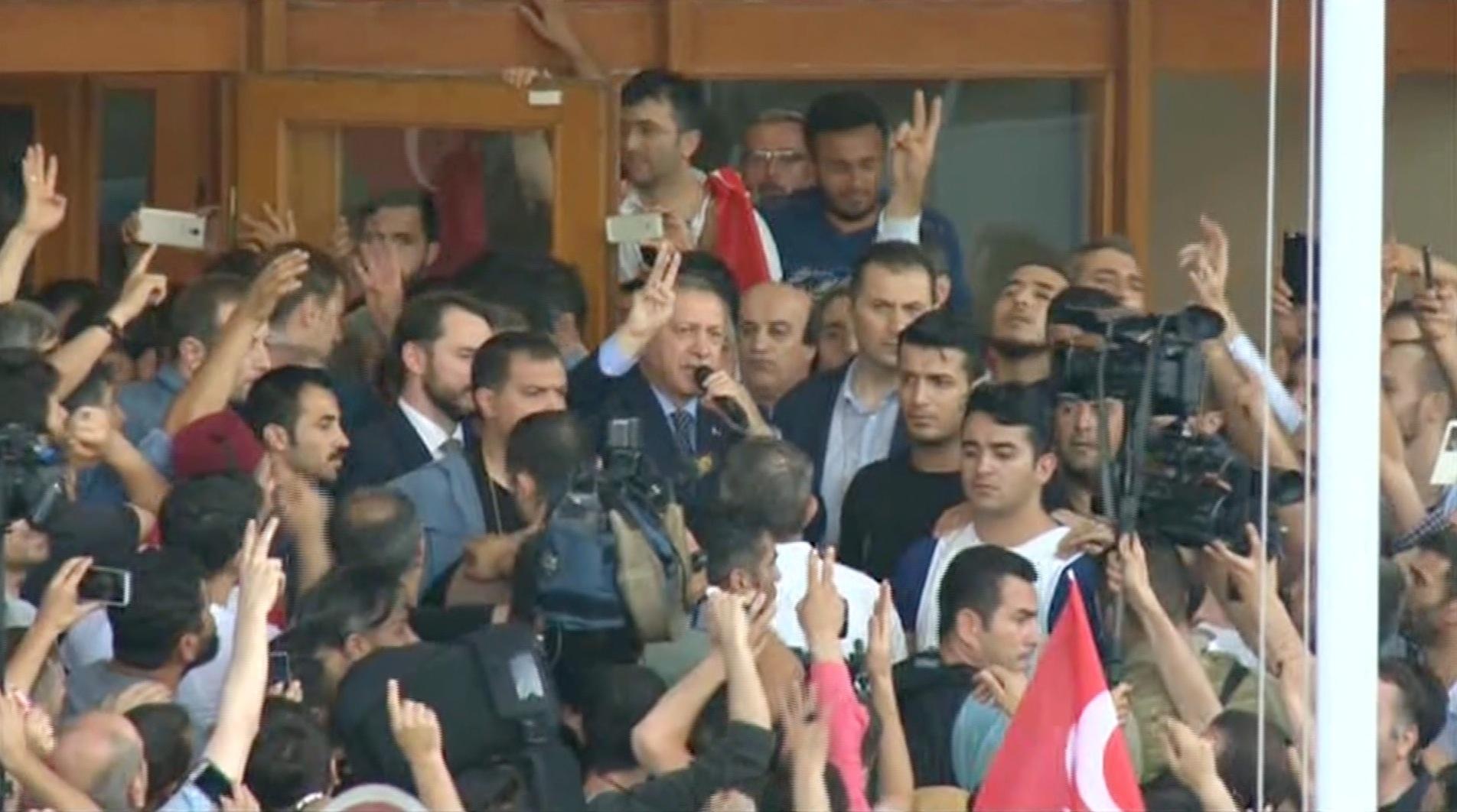 أردوغان يعلن انتهاء محاولة الانقلاب العسكري