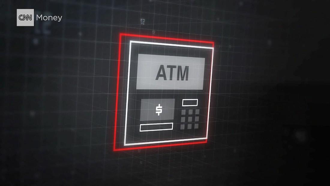 شاهد كيف يُخترق الصراف الآلي لسحب الأموال