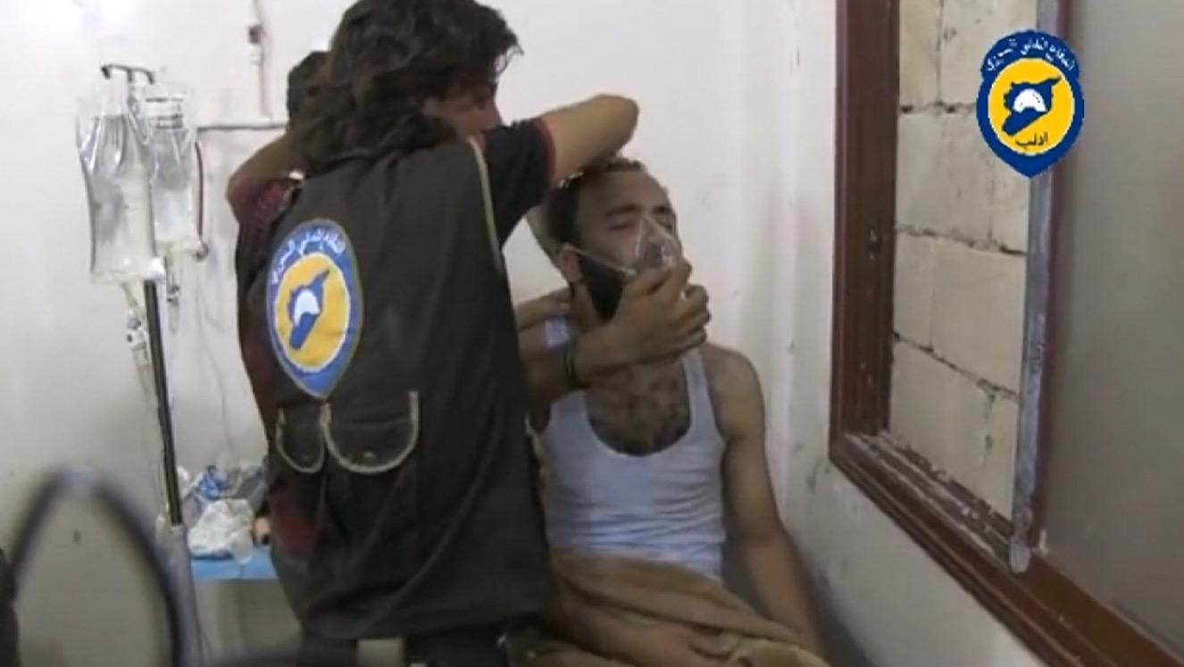نشطاء سوريون ينشرون فيديو يزعم استخدام غاز الكلورين في إدلب