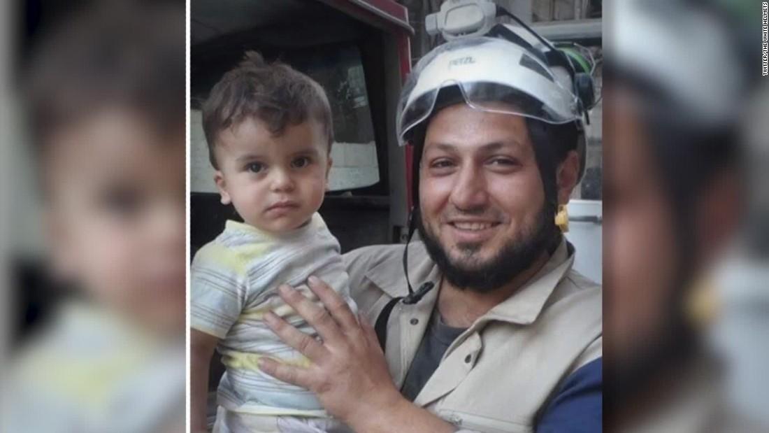 """وجه أبيض يعرفه من أنقذهم.. مقتل """"بطل الصغار والكبار"""" في حلب"""