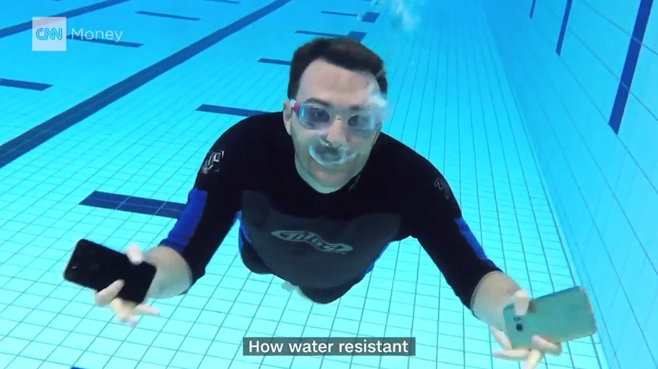 آيفون 7 وجالكسي S7 .. تحدي مقاومة الماء