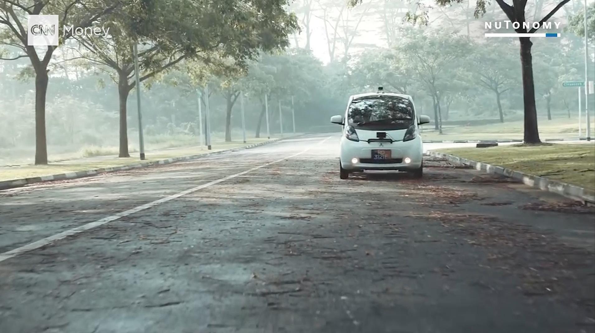شاهد.. سيارات أجرة ذاتية القيادة بسنغافورة