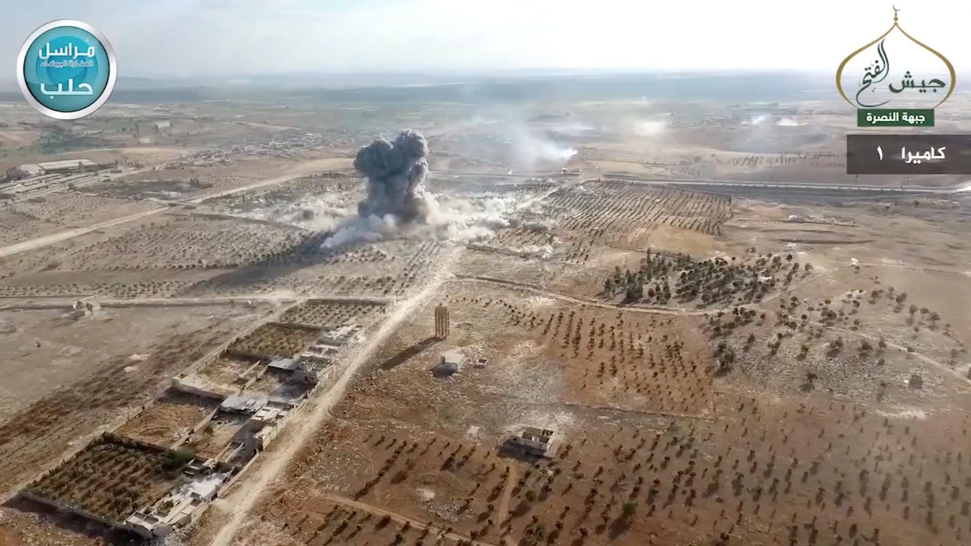 شاهد لحظة تفجير سيارة استهدفت قوات النظام قرب حلب
