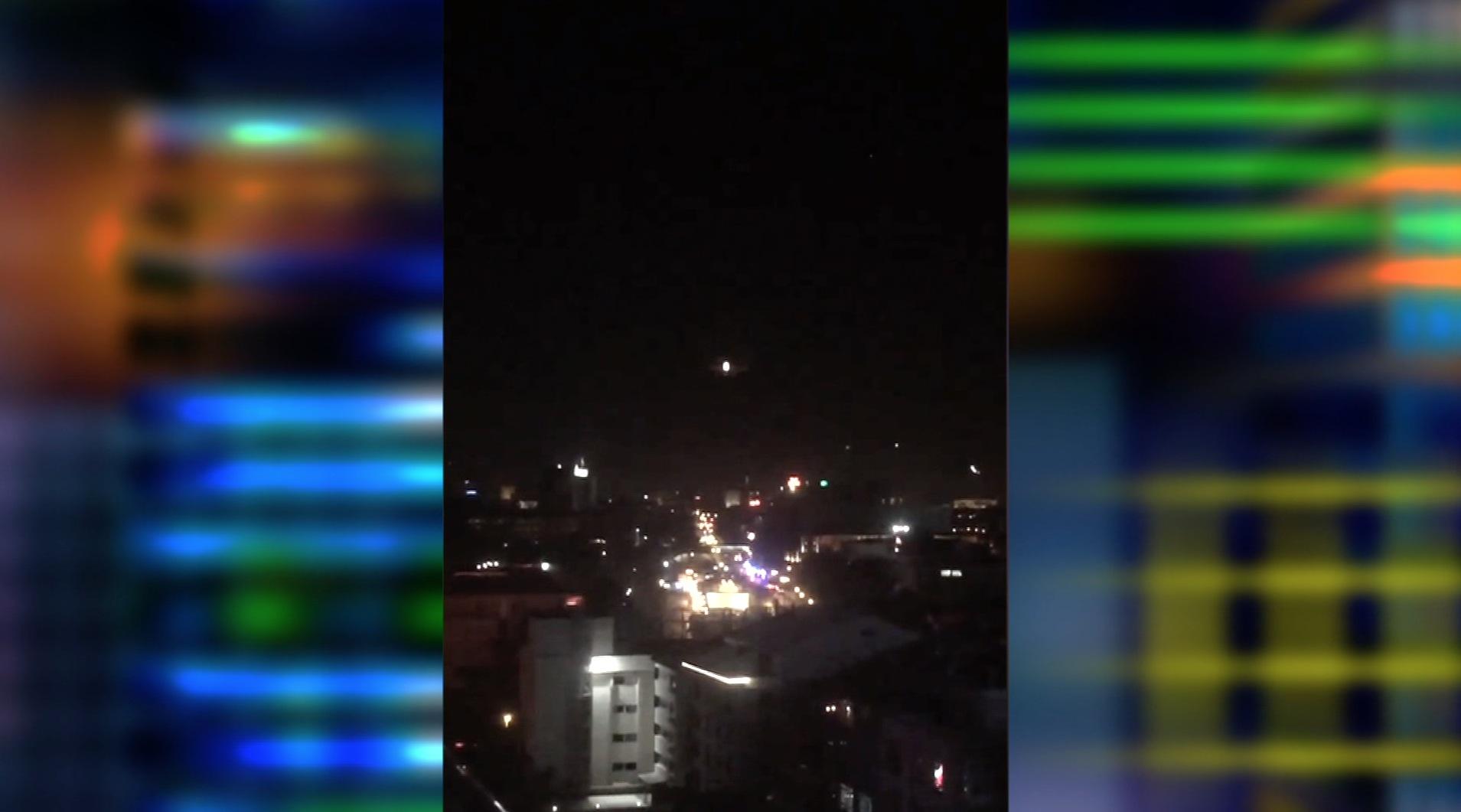 مقاتلات تركية تحلق على ارتفاع منخفض في سماء أنقرة