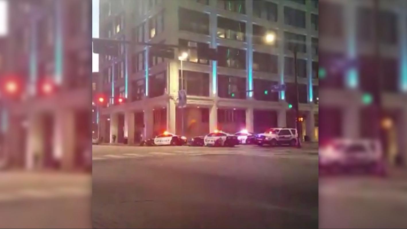 أولى لحظات تبادل إطلاق النار مع الشرطة وسط دالاس