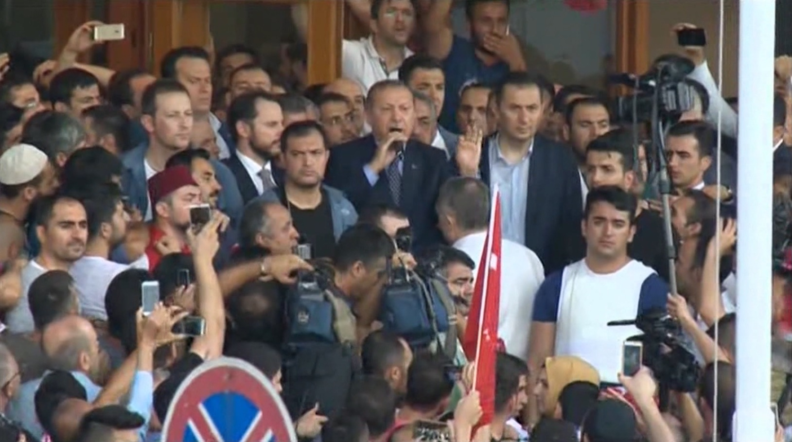 هل أعطت محاولة الانقلاب في تركيا هدية لأردوغان لتعزيز قوته؟
