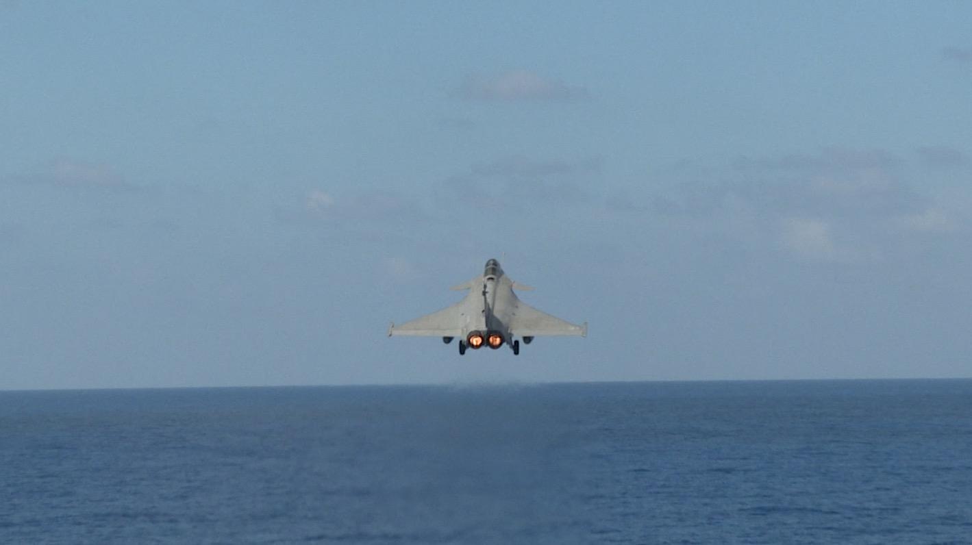 """حاملة الطائرات الفرنسية """"شارل دي غول"""""""