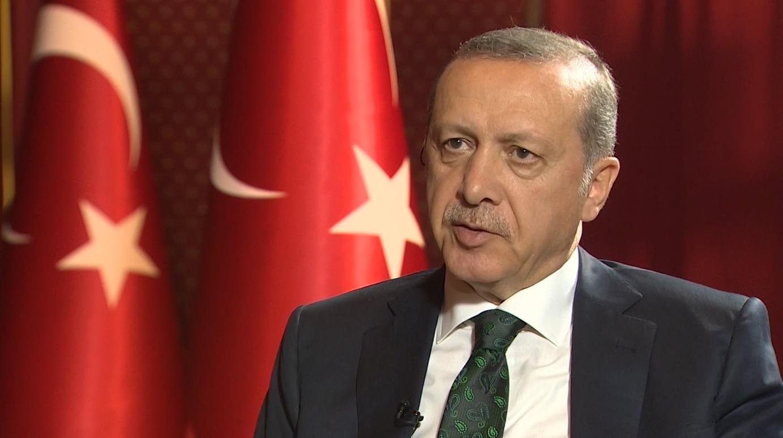 """شاهد.. أردوغان يكشف لـCNN كيف نجا من استهدافه ليلة محاولة الانقلاب.. ويتحدث عن """"مفارقة"""" لجوئه للإعلام الخاص"""