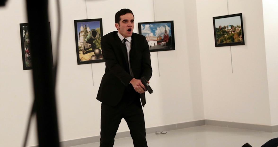 ما الذي نعرفه عن المسلح الذي اغتال السفير الروسي إلى تركيا؟