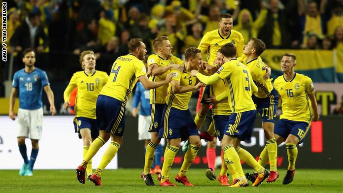 السويد تهزم إيطاليا وتعقد مهمة تأهلها إلى كأس العالم 2018 في روسيا