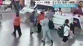 """كاميرا مراقبة ترصد لحظة """"الهجوم"""" على أخ زعيم كوريا الشمالية"""