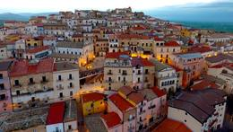 هذه البلدة الإيطالية تدفع الأموال لمن ينتقل للعيش بها