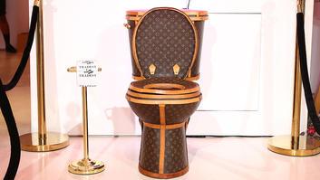 """من 24 حقيبة """"لوي فيتون"""" إلى مرحاض """"فاخر"""" صالح للاستخدام..لن تتخيل مما صنع هذا المرحاض """"الفاخر"""".. وكم يبلغ سعره!"""