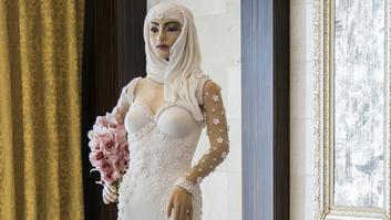 أغلى كعكة في العالم على شكل عروس ومرصّعة بالألماس!