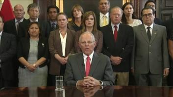 شاهد.. لحظة استقالة رئيس جمهورية بيرو