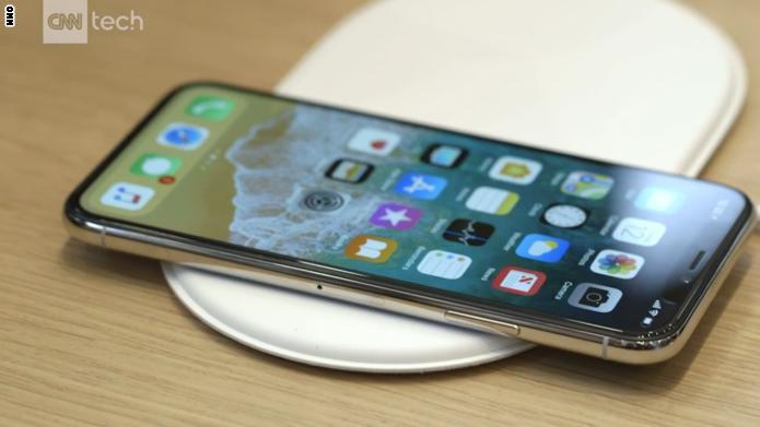 """CNN تلقي نظرة أولية على هاتف """"iPhone X"""" الجديد"""