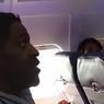 """شاهد.. طرد رجل من طائرة لأنه.. """"استخدم الحمام""""!"""