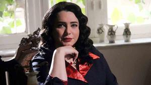 """تؤدي النجمة سلاف فواخرجي دور المحامية جولي في الجزء الثامن من """"باب الحارة."""""""