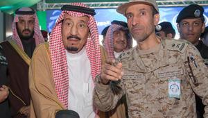 """بالفيديو: الملك سلمان يتفقد مناورات """"رعد الشمال"""".. ويدشن قاعدة """"الملك سعود"""" الجوية العسكرية"""