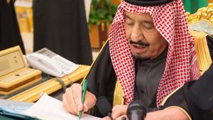 الملك سلمان يحمل جهات العمل مسؤولية نقل النساء.. وتمكين المرأة من الخدمات دون موافقة ولي الأمر
