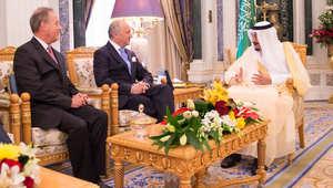 الملك سلمان بن عبدالعزيز عاهل السعودية، خلال استقباله في الرياض وزير الخارجية الفرنسي لوران فابيوس، 12 أبريل/ نيسان 2015