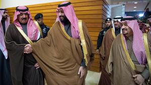أول لقاء علني بين محمد بن سلمان ومتعب بن عبدالله بعد أنباء الإفراج عنه