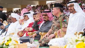"""بالفيديو: عرض عسكري لـ""""رعد الشمال"""".. والملك سلمان مغردا: فخورون بتضامننا وعزمنا على ردع قوى الشر"""
