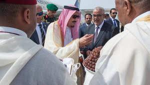 ملك السعودية يصل المغرب بعد جدل حول عطلته في شاطئ الريفييرا