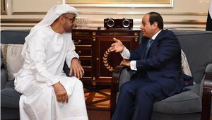 السيسي يستقبل محمد بن زايد في مطار القاهرة