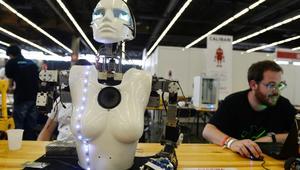 الروبوتات.. هل ستنقذ حياة البشر أم ستقضي عليها؟