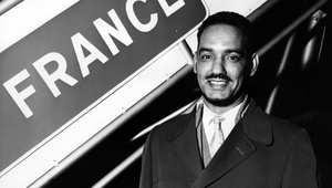 مختار ولد داده، أول رئيس موريتاني، بعد إعلان الاستقلال في  28 نوفمبر/ تشرين الثاني 1960 قبيل مغادرته باريس إلى نيويورك