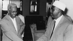 عدن عبدالله عثمان، أول رئيس للصومال، مع رئيس وزرائه عبدالرشيد علي شرمارك، مقديشو 26 يونيو/ حزيران 1960