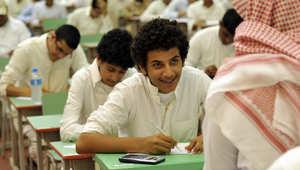 طلاب سعوديون يخضعون لاختبارات نهاية العام في إحدى المدارس الثانوية في جدة