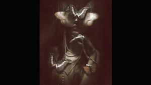 """فنان يتمرد على الدين والسياسة والمجتمع ويخلق """"ملكة للحشرات"""" بأعماله"""