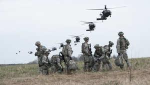 بعد إعلان وزير دفاع أمريكا توجهها قريبا للعراق.. بالصور: الفرقة 101 بالجيش الأمريكي المحمولة جوا