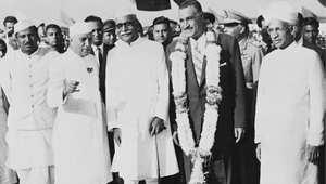 الرئيس المصري الراحل جمال عبد الناصر مع الزعيم الهندي رئيس الوزراء جواهر لال نهرو (الثاني من اليسار)، نيودلهي، 30 مارس/ آذار 1960