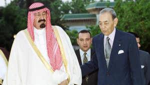 صورة أرشيفية لملك السعودية الراحل عبد الله بن عبدالعزيز وعاهل المغرب الراحل الملك الحسن الثاني في الرباط عام 1999