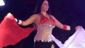 الراقصة صافيناز ترقص ببدلة على بألوان علم مصر
