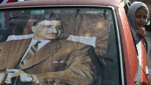 ملصقات للرئيس المصري الراحل جمال عبد الناصر خلال احتجاجات ضد مبارك من مواطنين مصريين مقيمين في لبنان