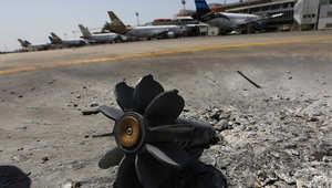 آثار القذائف في مطار طرابلس