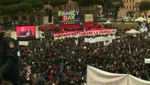 """الآلاف يتظاهرون في روما ضد تشريع """"زواج المثليين"""""""