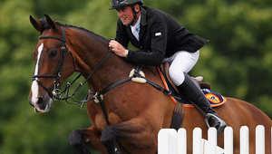 تريفور برين من ايرلندا وحصانه أدفنتشر في مسابقة دربي عام 2011
